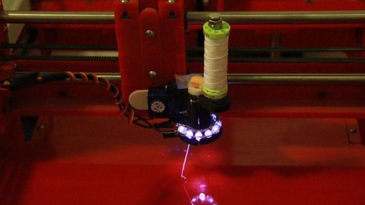 3D-принтер, печатающий волокнистым композитом
